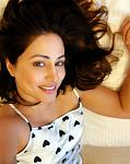 Hina Khan's Drool-worthy Pictures on a Lazy Sunday    ctor Hina Khan is having a lazy Sunday as she lies down on her bed and flaunts her contagious...