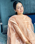 Hina Khan recently picked one of the trendiest kurta styles    If you are a follower of Hina Khan's style, you'd be well aware that the actor loves...