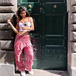 Suhana Khan flaunts her toned waistline    Dressed in a ***y white crop top with pink and white printed harem pants with white shoes, Suhana Khan...