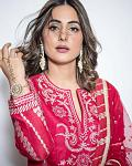Hina Khan looks gorgeous in a traditional red salwar kameez    Actor Hina Khan can't get over the festive mode. The actor has been treating her fans...