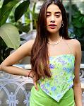 Janhvi brings back the 90's fashion with her latest look    Actor Janhvi Kapoor is just a few movies old in the film industry but she knows how to...